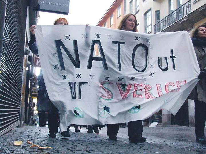 Ruotsikin lipumassa Natoon