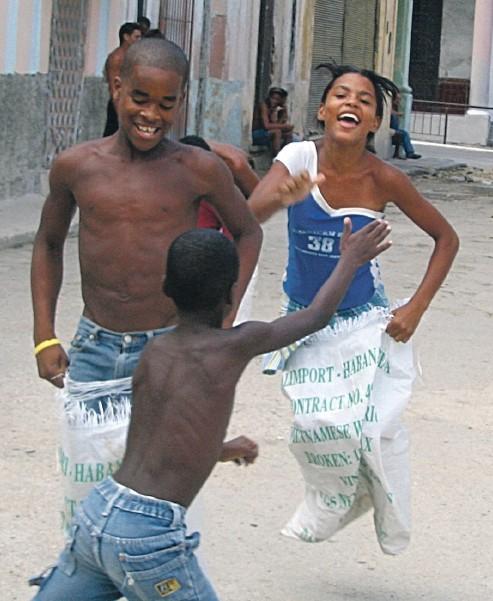 Kuuba elää